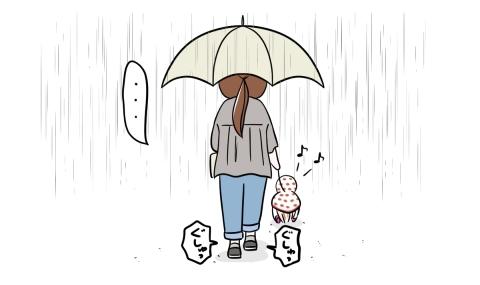 穴の開いた靴の中へ雨が入り込むも犬の散歩を続けた